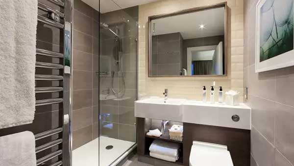 Staybridge Suites Vauxhall Bathroom